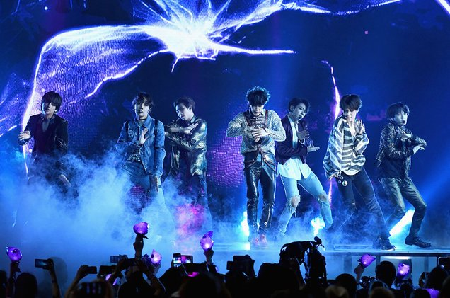 .@BTS_twt becomes first K-pop act with **two** @billboard Pop Songs airplay chart hits, as 'Fake Love' debuts! 'MIC Drop' reached No. 25 in January https://t.co/ILHH0GIdHb