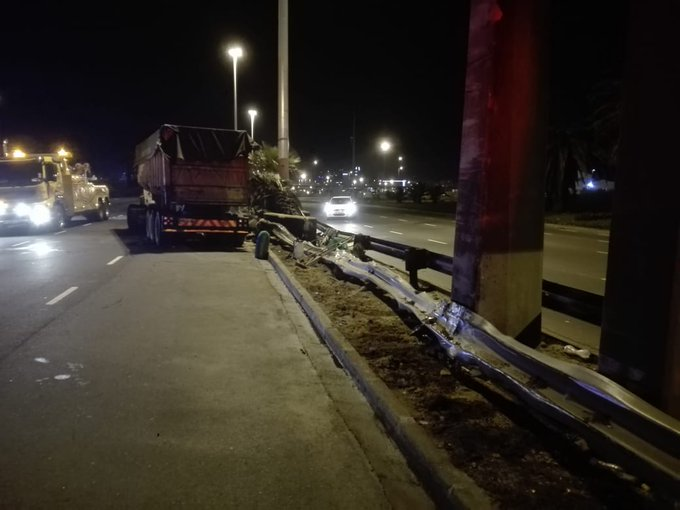 CPT truck driver involved in an early morning accident on #N1 is said to be in a serious condition in hospital. He lost control and smashed into the centre island barrier near the Woodstock turn off at 5 am. The N1 is open again, but traffic remains backed up - #CPTTraffic Photo
