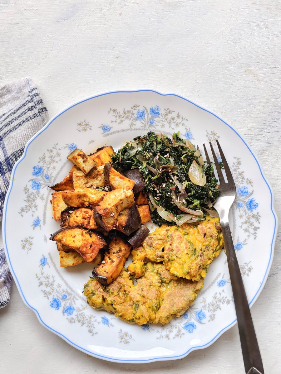 #lunch Chickpea flour scramble  Eggplant bake Amaranth stir fry   #vegan #stcooks https://t.co/yvhge4OxA1