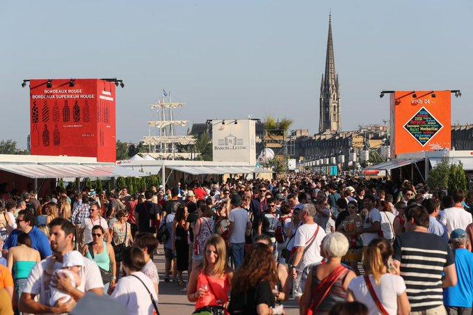 Le village de Bordeaux fête le vin vous attend sur les quais. La Route des vins, exposition, stand de la Mé Le programme 👉 #BFV2018 @BordeauxFeteVin Photo