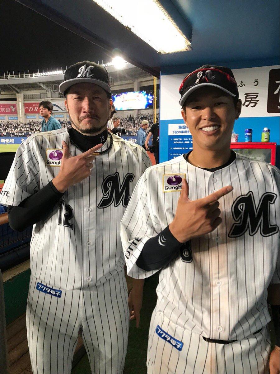 今日のヒーロー!交流戦負けなし、今季7勝目の石川投手と先制タイムリーの中村選手です!(広報) #chibalotte