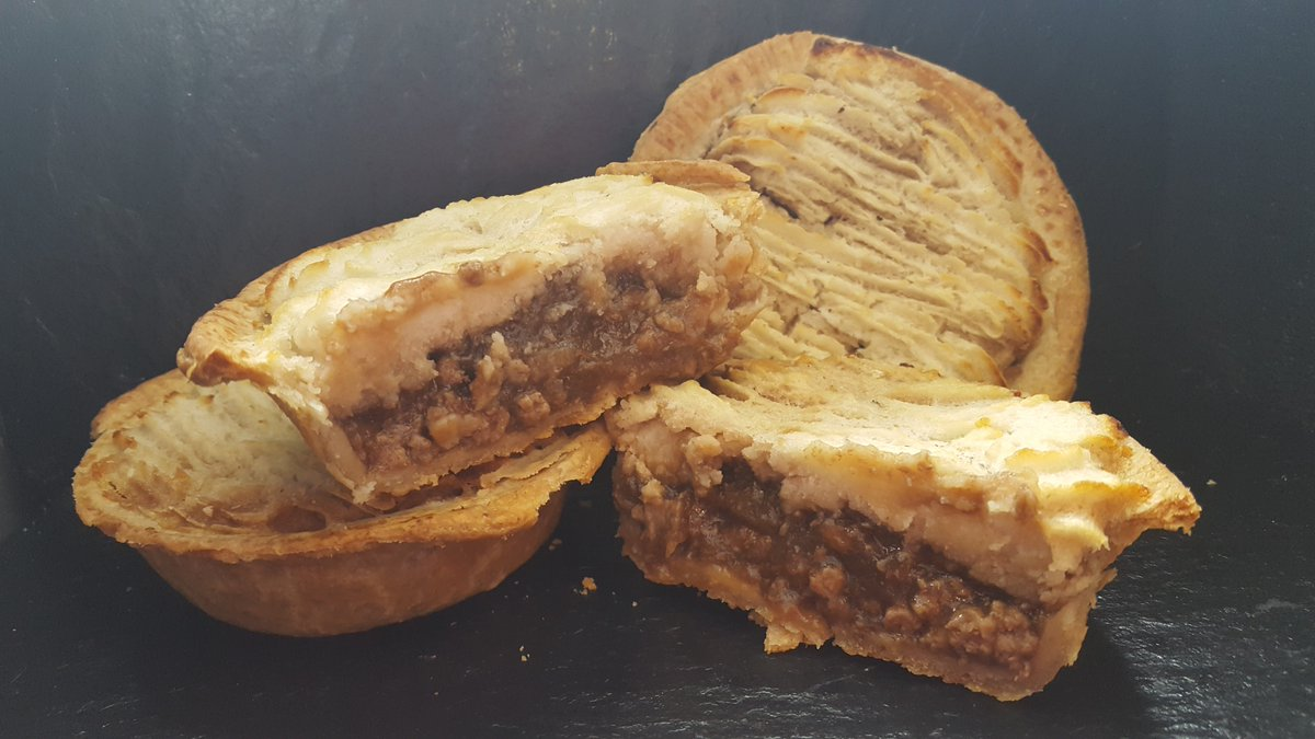 test Twitter Media - Our version of Cottage Pie 😍🍴Pastry filled with Miced Beef & Onion in a rich gravy topped with fluffy mashed potato 😍Pefect for your Specials Board!!😉 #mouthwatering #foodie #pie #chippie #chipshop #wholesale #Food #cottagepie #micedbeef #mash #pastry https://t.co/GYiHrXp9k0