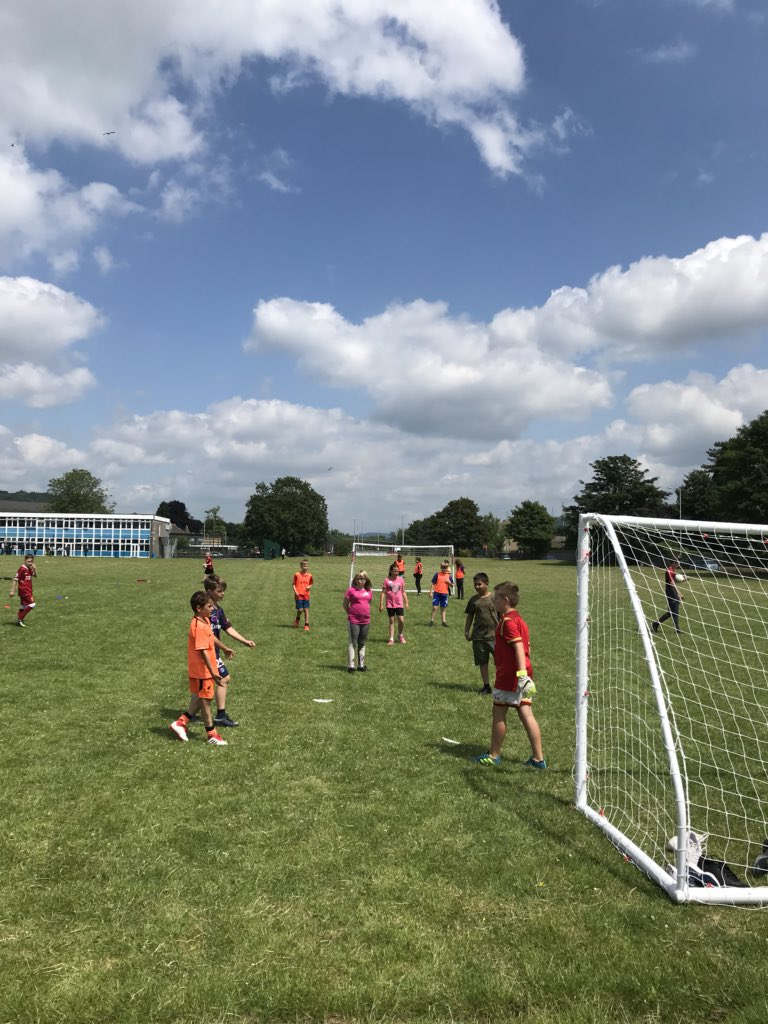 Year 5's from @Waunceirchpri @CrymlynPrimary @CfpPrimary @BryncochCiW @AbbeyPrim and @blaenhonddan are making the most of the ☀️ whilst practicing their ⚽️ skills!