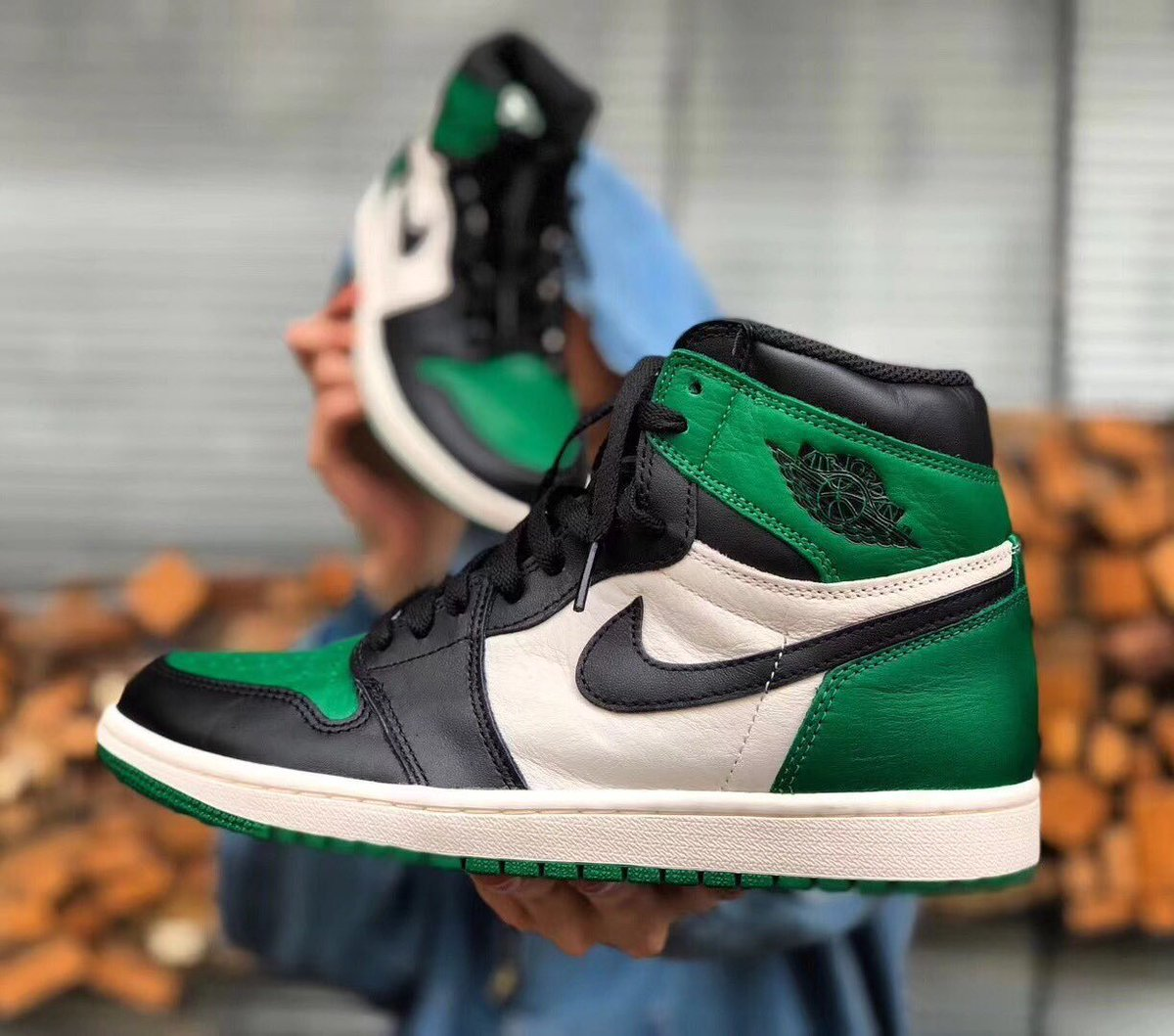dacd2237a62ba0 The Air Jordan 1 Retro High OG