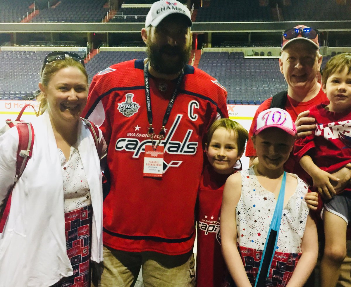 Before the parade, Ovi wanted to show appreciation to longtime fans @mlangley32 and the fam. Nice of the Great 8 to include the boys. #PARADE