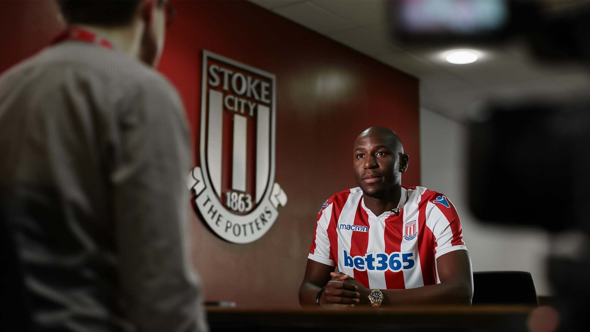 #WelcomeAfobe 🗣️ I want to help the team get back to where we belong. Watch the full & exclusive interview with Benik Afobe for free on Stoke City+ 📺 stokecityfc.com/stoke-city-plus #SCFC 🔴⚪️