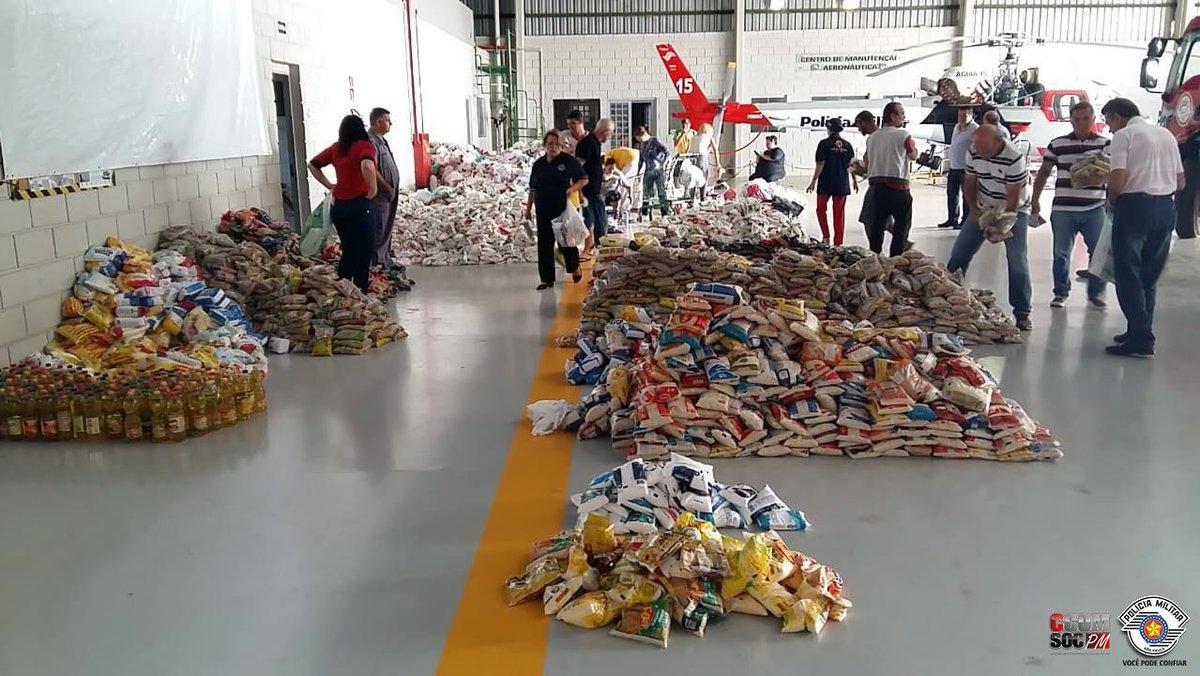 Arraiá Aéreo doa mais de 39 toneladas de alimentos em Bauru. Veja: https://t.co/3aK71RUS3J