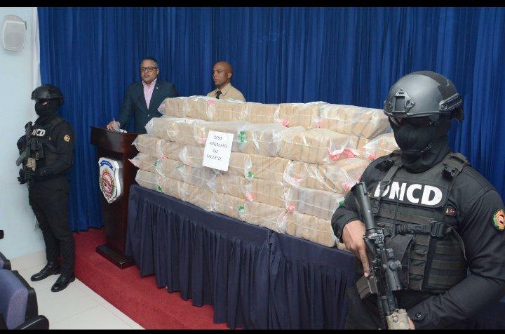 Resultado de imagen para Decomisan 351 paquetes de presunta cocaína en Pedernales