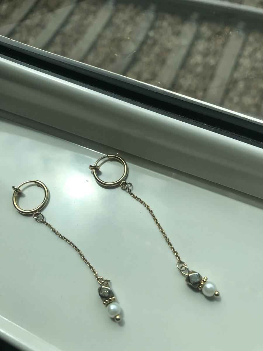 新大阪に到着。妹手作りのイヤリングをつけてインタビューへ。
