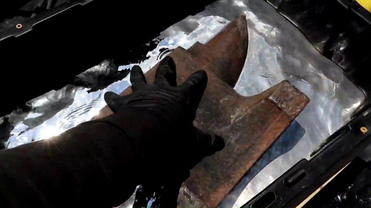 頭ではわかっていても見ると不思議に感じる。重たい鉄床が水銀に浮く様子 #サイエンス #動画 #エンターテインメント https://t.co/EVKPx5uGAK