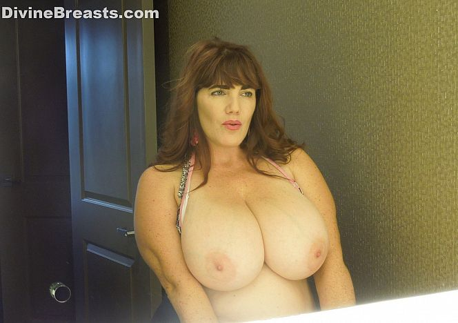 Roxee Robinson Curvy Sexy Model see more at https://t.co/csjqgQ6Gc7 https://t.co/e9zOR7dXiF