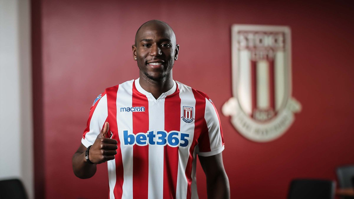 "🗣️ ""He told me about the fanbase, about the facilities here and the squad itself and my main aim now is to do well for Stoke City."" Benik Afobe discussed his move to the Potteries with old pal @JackButland_One 👉 stokecityfc.com/news/benik-rev… #SCFC 🔴⚪️"