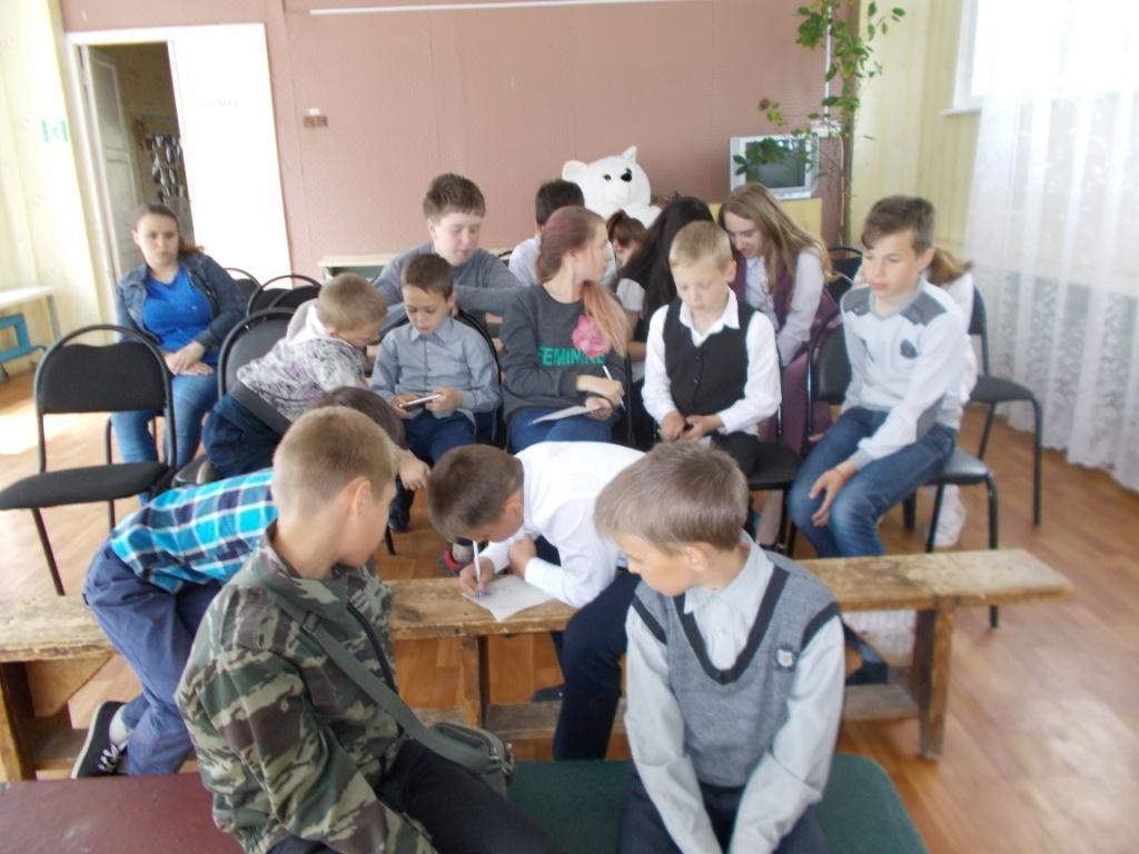 Фото дети раздают в селе листовки