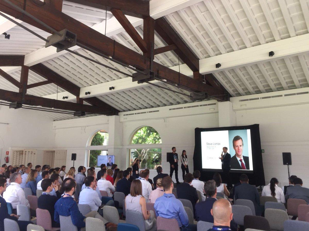 [LIVE] Nuestro director general para EMEA, Steve Lomax, se encuentra actualmente en el escenario en el #Digital1to1 para presentar nuestras soluciones y servicios. https://t.co/1d7pKdbUNO