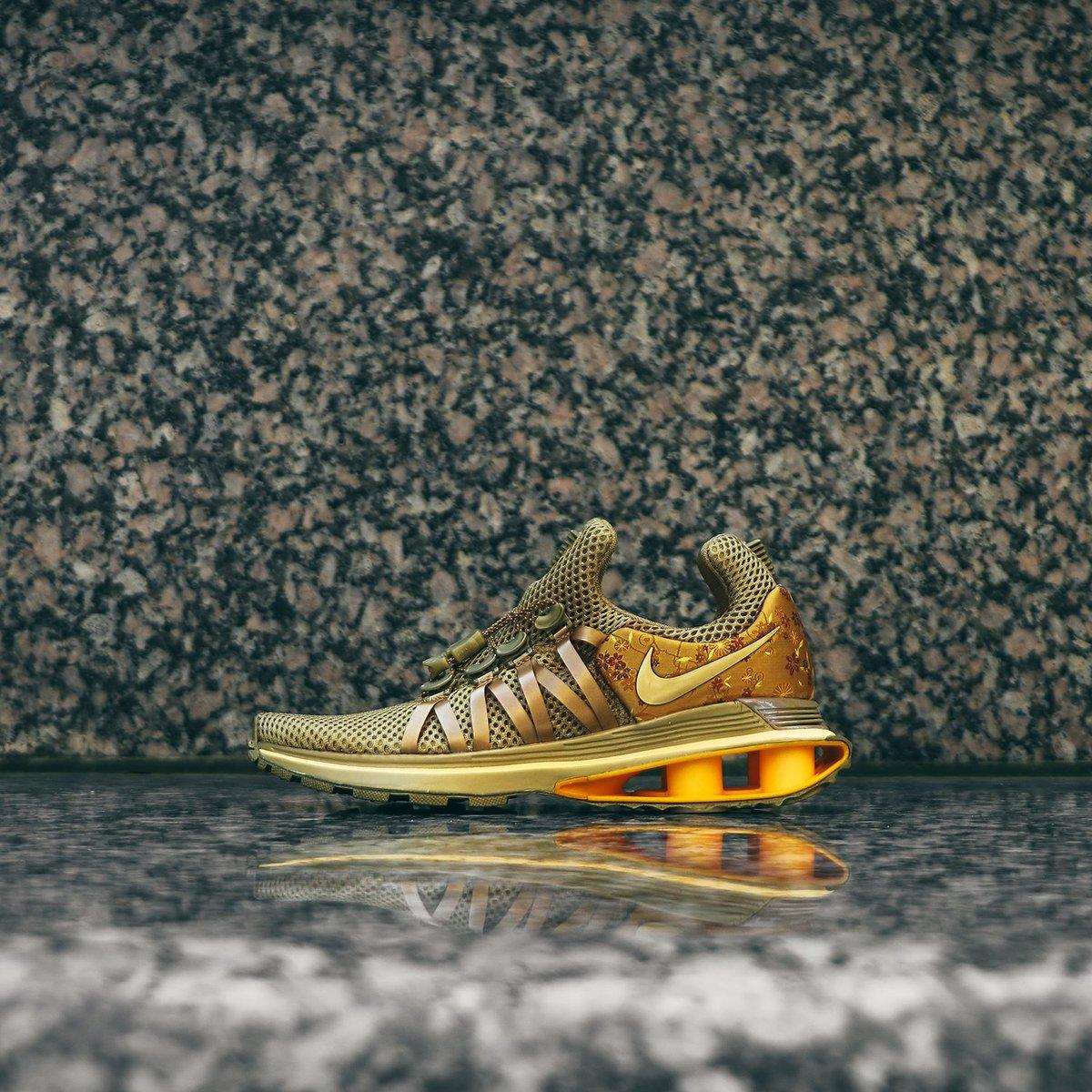 Metallic Gold' Nike Shox Gravity