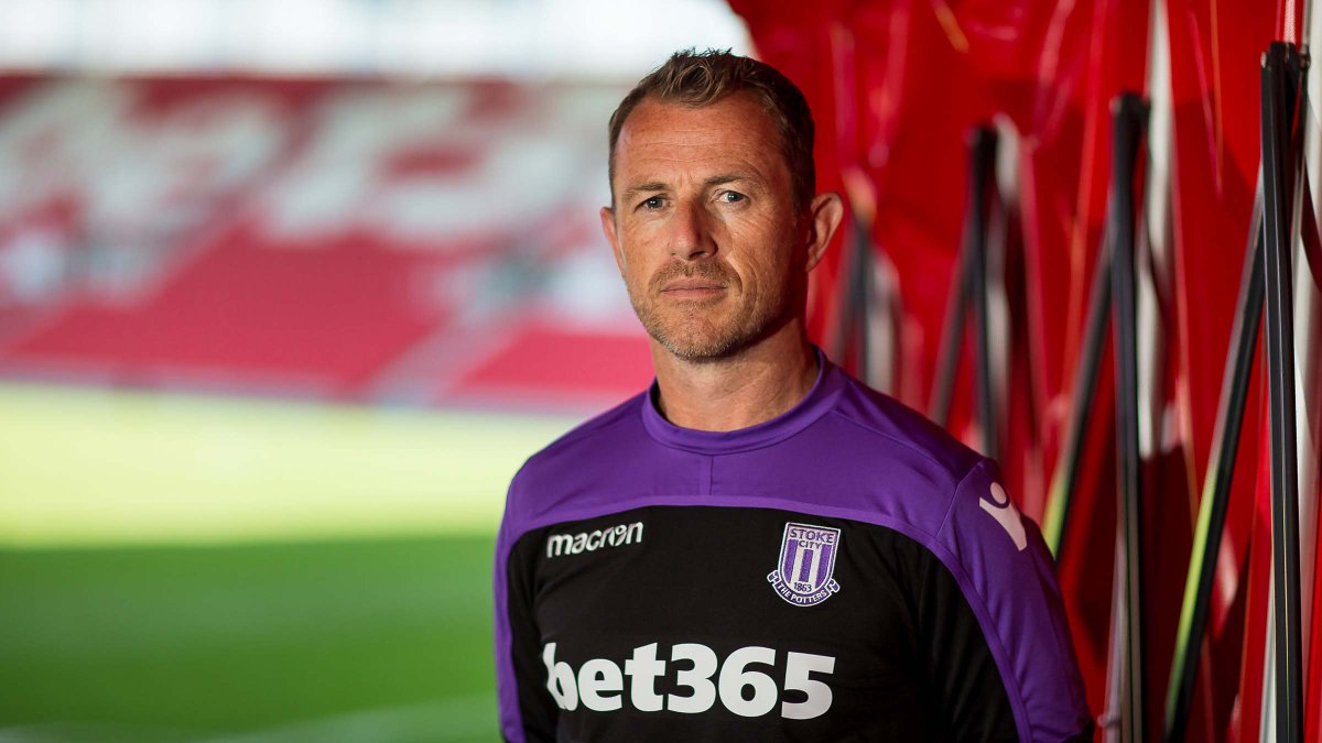 Gary Rowett speaks for the first time after beating off competition to secure the signings of @etebo_karo & Benik Afobe Watch the full and exclusive interview for free on Stoke City+ 📺 stokecityfc.com/stoke-city-plus #SCFC 🔴⚪️