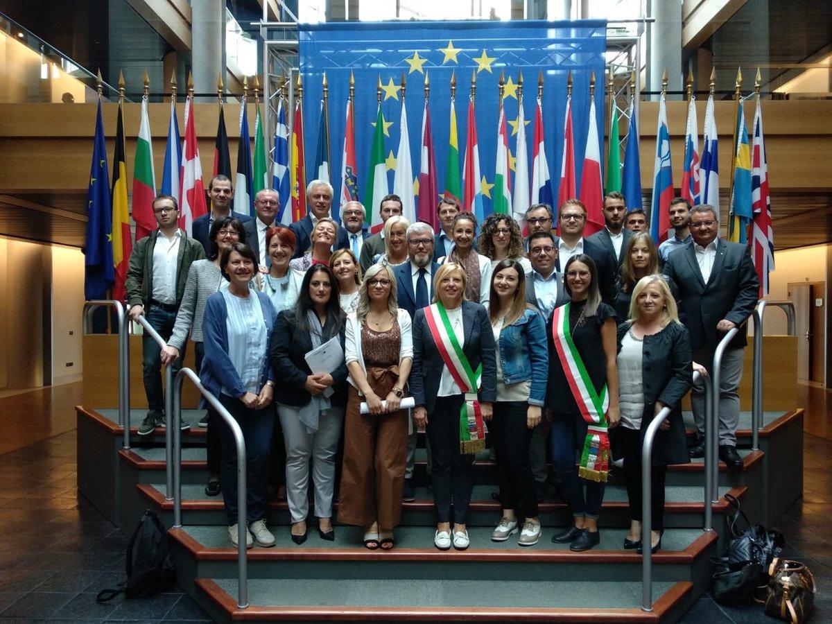 Oggi a #Strasburgo do il benvenuto a tanti amici dal #Veneto, padovani, vicentini, veronesi, trevigiani e anche due amici dal #Friuli! @Europarl_IT @PPE_IT @EPPGroup  - Ukustom