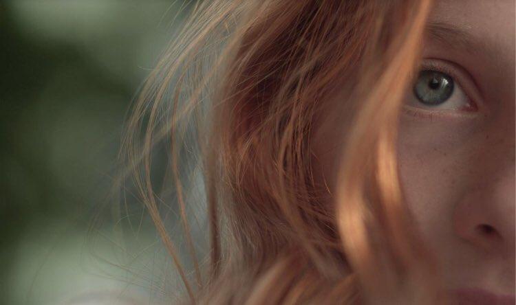 目に見えない青年と盲目の少女の恋を描いたベルギー映画🇧🇪「エンジェル、見えない恋人」が、10月13日に日本公開決定☂️ この設定にものすごく惹かれます……😌 オリジナルのポスターもとても素敵✨