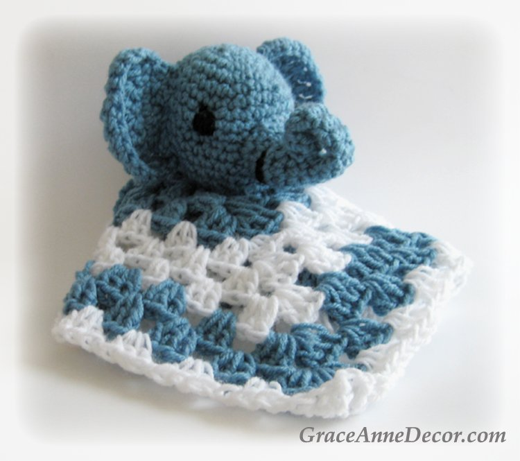 Crochet teddy bear amigurumi pattern | Amiguroom Toys | 665x750