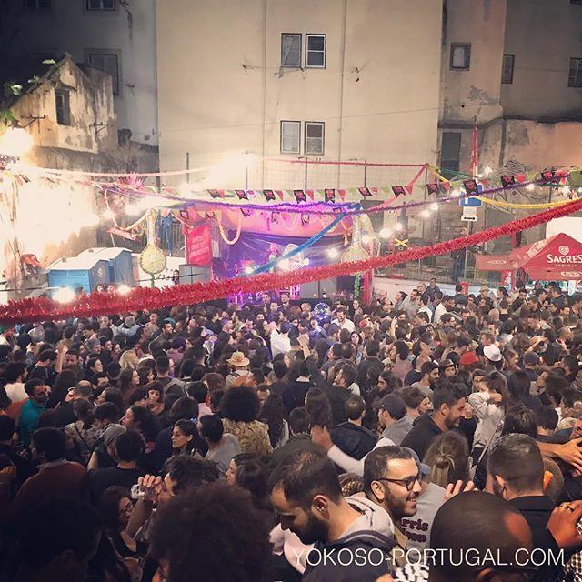 test ツイッターメディア - 昨日行われたリスボンのイワシ祭り(聖アントニオ祭り)は、多くの人々で賑わいました。食べて・飲んで・歌って・踊る、祭りの基本がここにあります。 #リスボン #ポルトガル https://t.co/RWe6L9g1wx