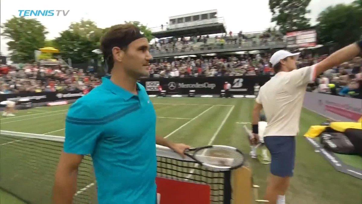 Primer victoria en césped de la temporada para Roger Federer. Fue 3-6 6-4 6-2 ante Mischa Zverev en la R2 del ATP 250 de Stuttgart