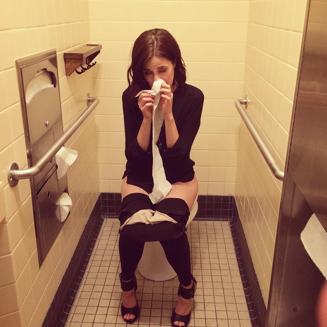 The sexy @LSKilpatrick on the toilet! Tweet added by Burnie