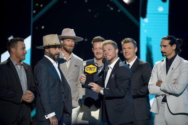 The @backstreetboys Celebrate Major Wins In Nashville  https:// backstreetboys.com/news/297493     #CMTAwards #CMAFest #GodYourMamaAndMe #DontGoBreakingMyHeart<br>http://pic.twitter.com/rNd0oW1JKz