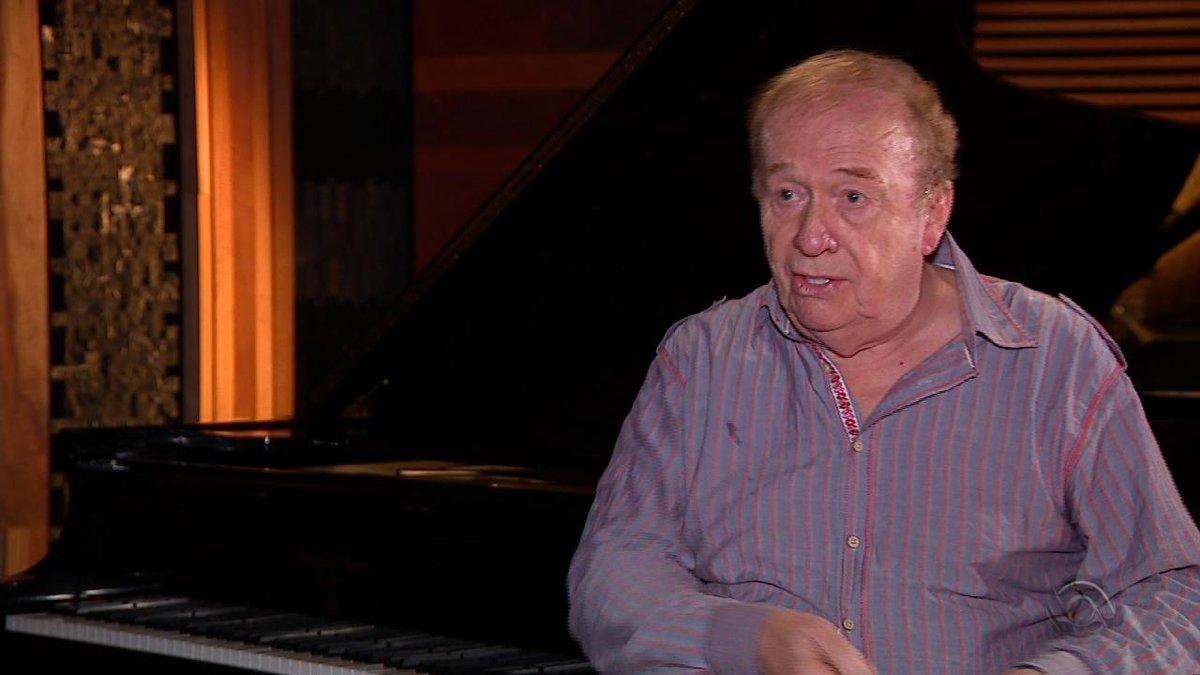Engenheiro de som dos Beatles, Geoff Emerick faz palestra em Porto Alegre. Ele trabalhou em álbuns como 'Revolver', 'Sgt. Pepper's Lonely Hearts Club Band' e 'Abbey Road' https://t.co/dFrEyagcOx