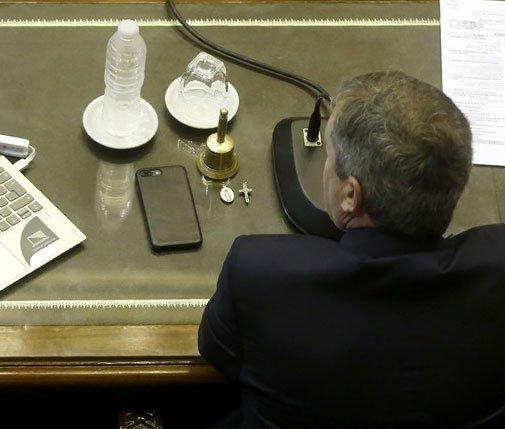 El escritorio de Emilio Monzó ahora. Es el hombre que definiría la votación en caso de empate. #AbortoLegalYa Foto
