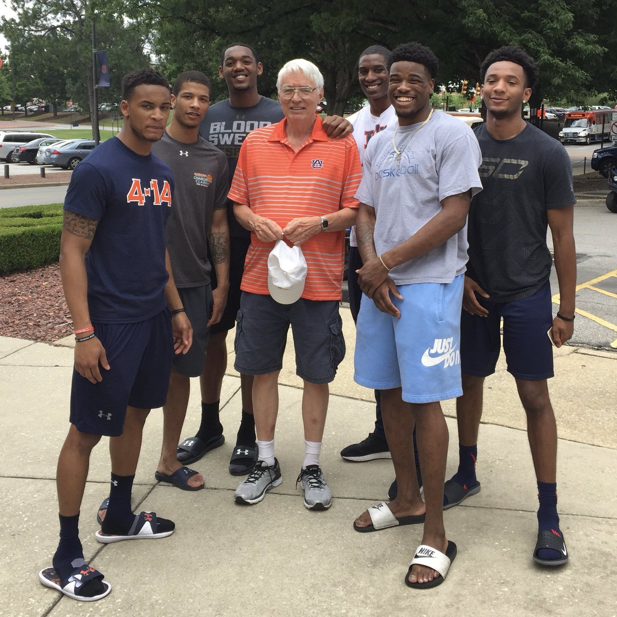 Dad went out to welcome home @AuburnBaseball and ran into these guys—love how @AuburnTigers athletes support each other! Can't wait to see @__Austinwiley50 @_Ticket52 @Bwb_2 @horace_spencer0 @malik_ihoop @_jamaljohnson @coachbrucepearl and the rest of @AuburnMBB this fall! #WDE<br>http://pic.twitter.com/HoboQtSEmT