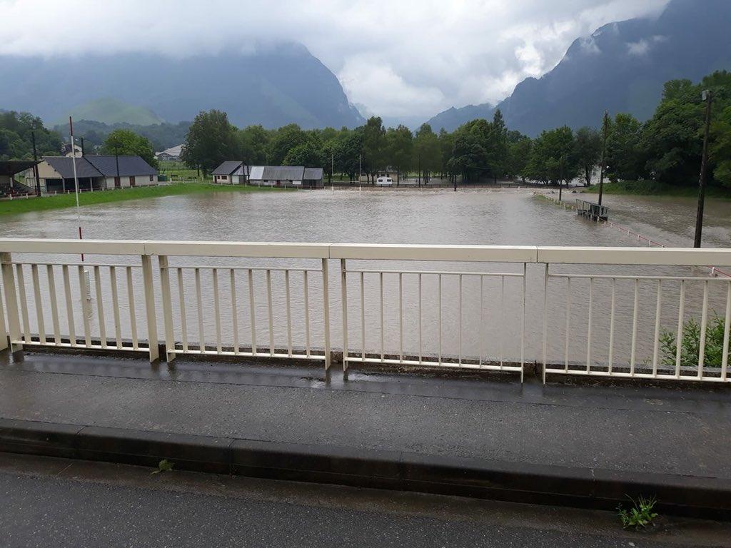 Le stade de Bedous #PyreneesAtlantiques #Inondations #meteo64 @VISOV1 JV Mirassou via Météo Béarn et Pays Basque  - FestivalFocus