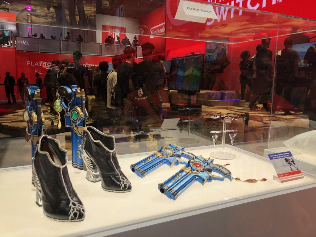 Nintendo's Smash Bros. props here at E3... https://t.co/B9N3IDlrQq