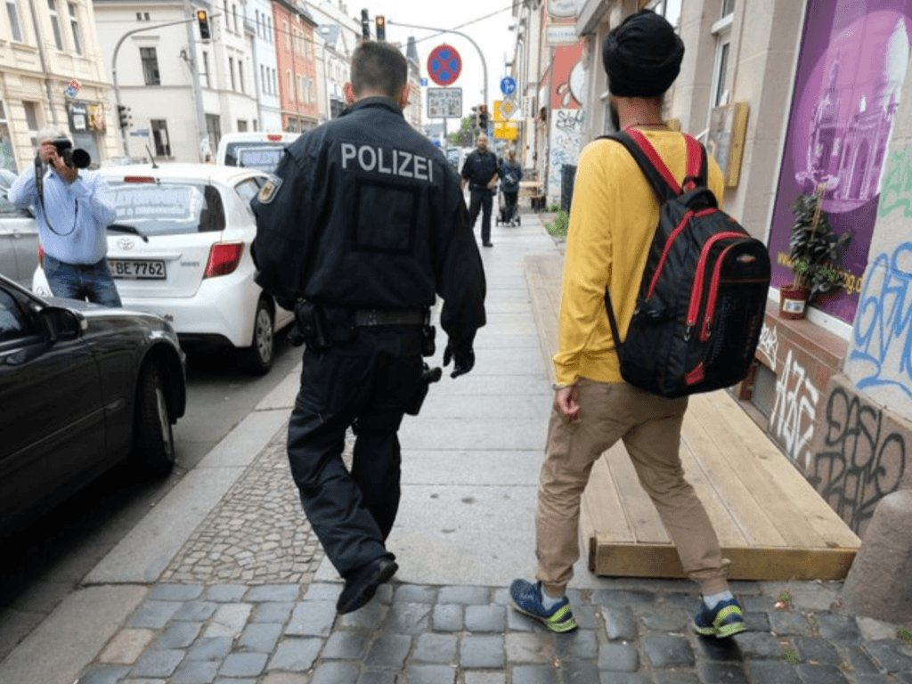 German, Danish Police Raids on IllegalMigrant Sham Marriages https://t.co/VzQpkYcjWM https://t.co/gyPjKz7x8a