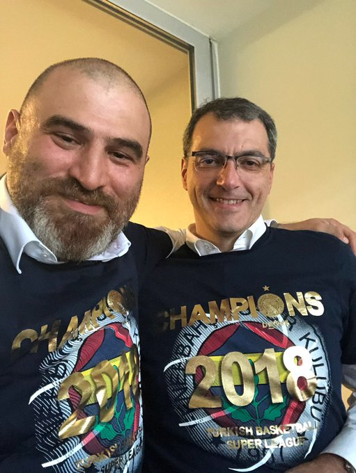 Yönetim kurulu üyemiz Sertaç Komsuoğlu ve sportif direktörümüz Damien Comolli. Futbolda da nice şampiyonluklara inş Photo