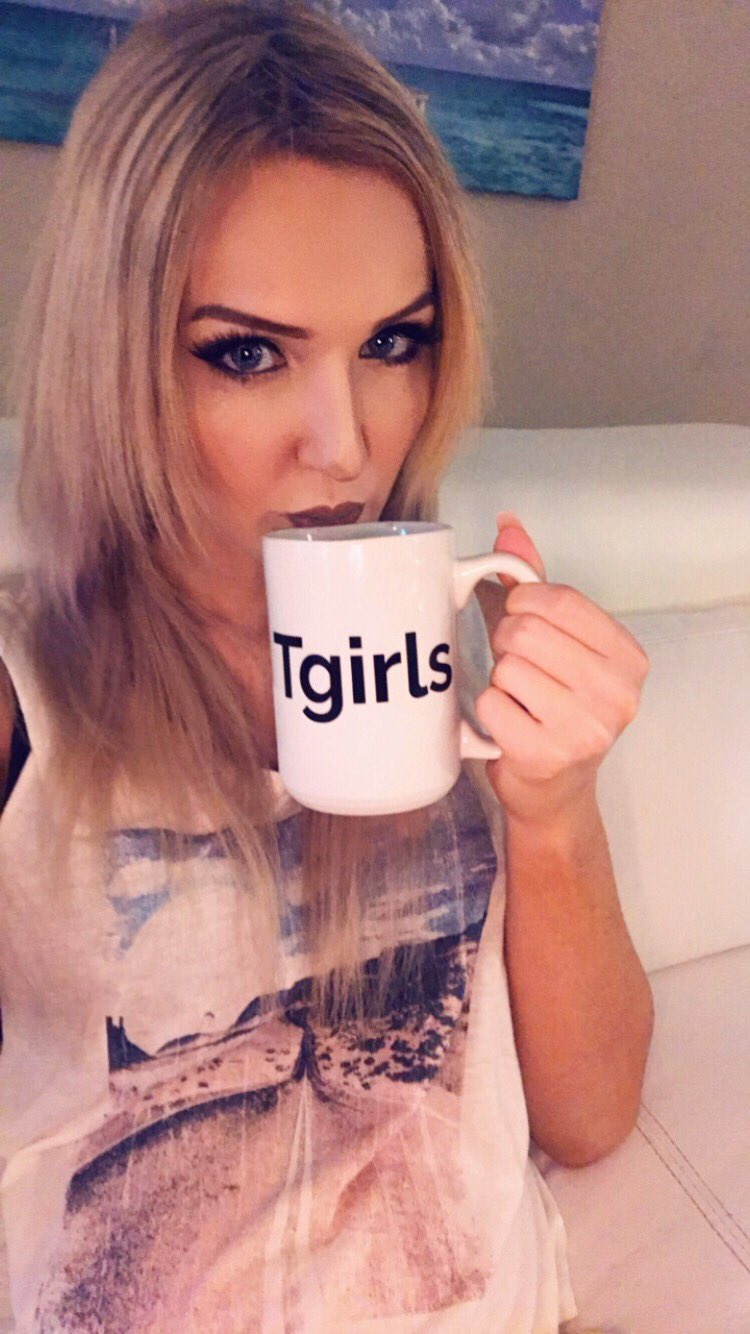 RT @KayleighCoxx84: Oh hello ☕️ https://t.co/eRZ40P2XQz