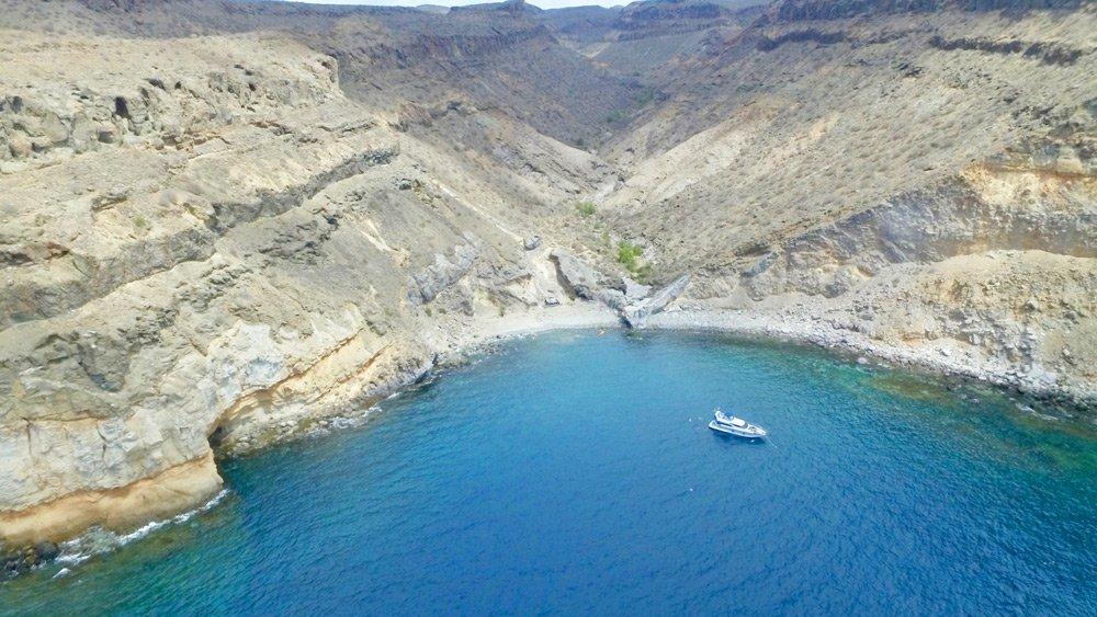 La Playa De El Perchel Al Oeste Arguinegun En Municipio Mogn Es 700 Metros Largo Y Completamente Natural Est Formado Por Grandes