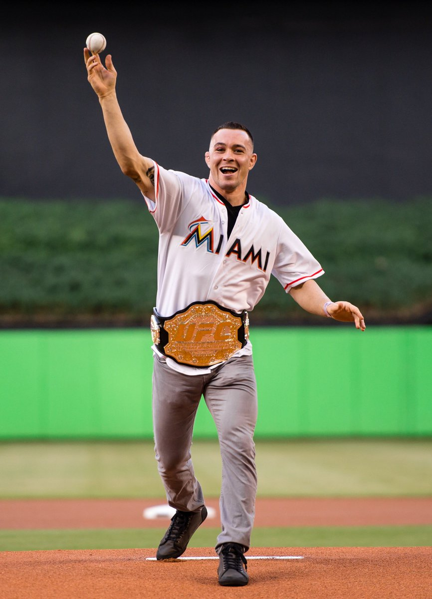 Big thank you to UFC Champ Colby Chaos Covington for coming out tonight to throw the first pitch! #JuntosMiami