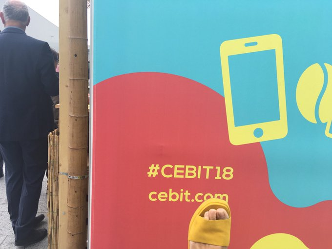 Nicht ganz. #CEBIT18 gelb , trotzdem schön mit offenen Schuhen im Sommer in Hannover zu sein. Foto