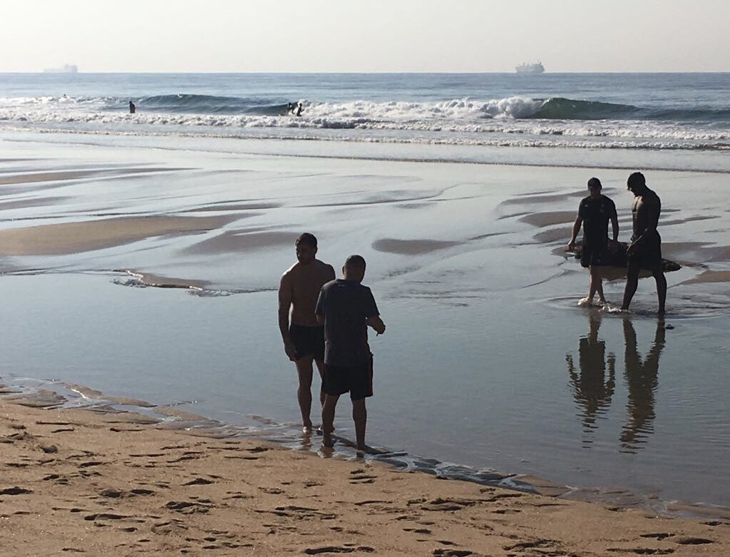 test Twitter Media - Meeting of minds between Eddie Jones and Danny Cipriani as England take a morning dip in the Indian Ocean. Team announcement for the crucial second Test with South Africa coming up at 11:30 BST with all the news across the BBC. https://t.co/qlVxzPa9Ka