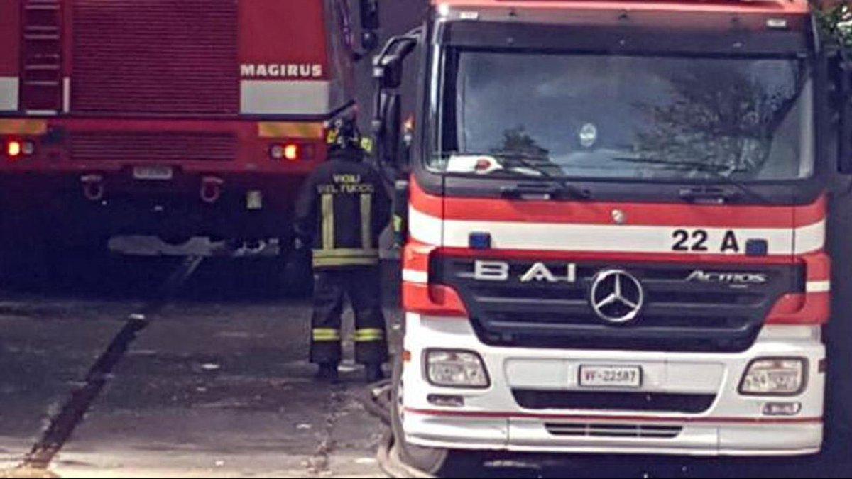 Incendio in un palazzo a Roma: quattro feriti, evacuati due stabili #CronacaRoma https://t.co/7o2t8Vmx3a