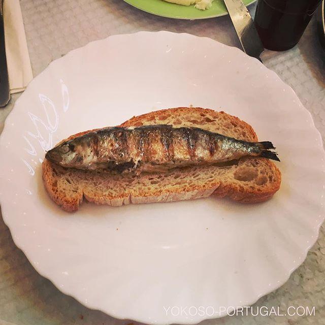 test ツイッターメディア - イワシはパンの上で食べるのがポルトガル流。最後にイワシの旨みがたっぷり染み込んだ最高のパンを頬張ります。 #ポルトガル #ポルトガル料理 https://t.co/Q7GQaQOsGw