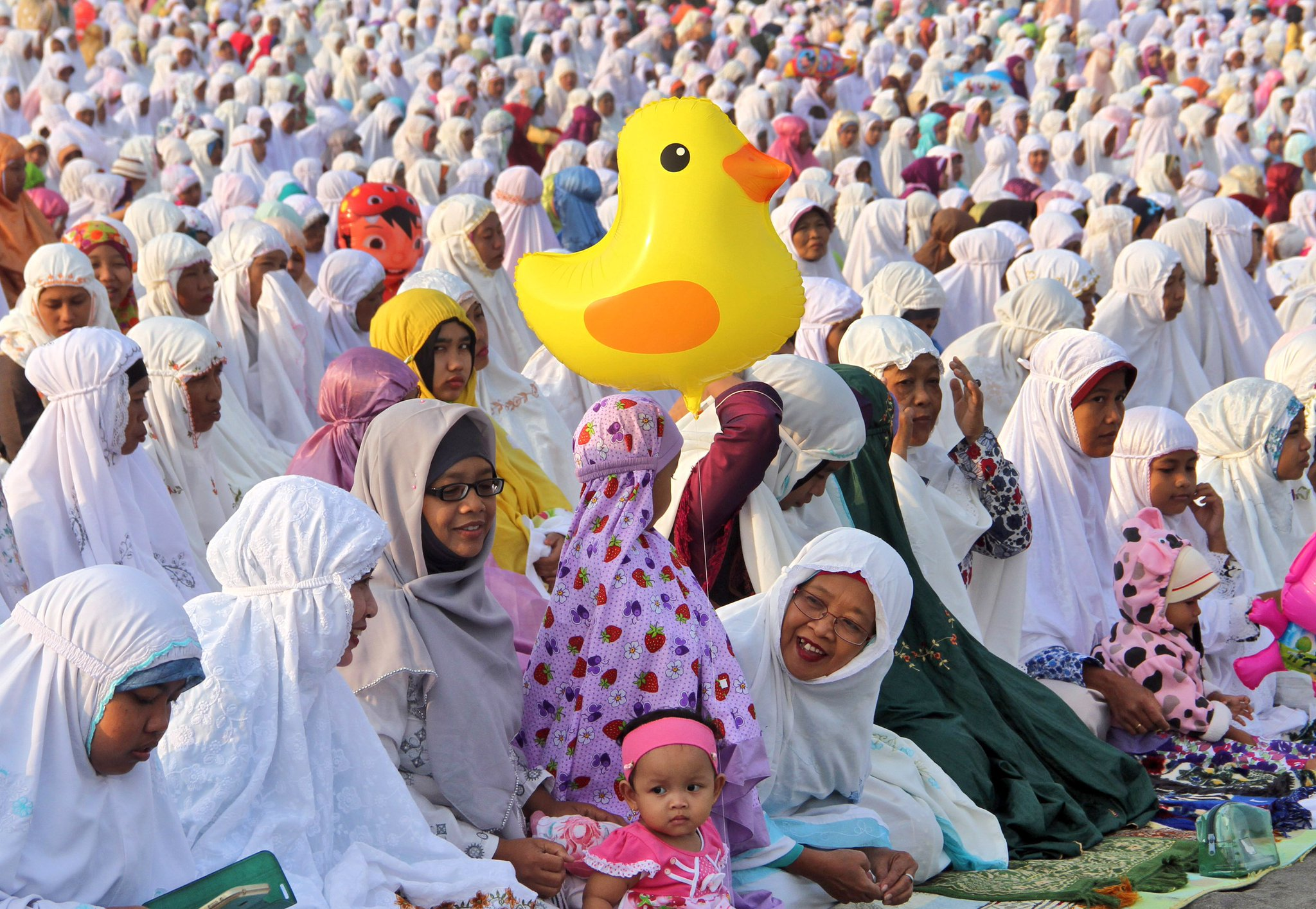 Eid Mubarak in Arabic means 'blessed celebration' and is a common greeting for Eid al-Fitr https://t.co/KRcw6Aeiag https://t.co/RT4bBZ04FG