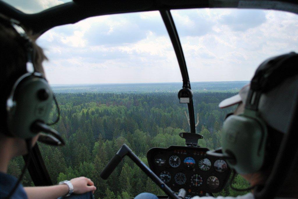 около четырех фото из окна вертолета приведены электрические схемы