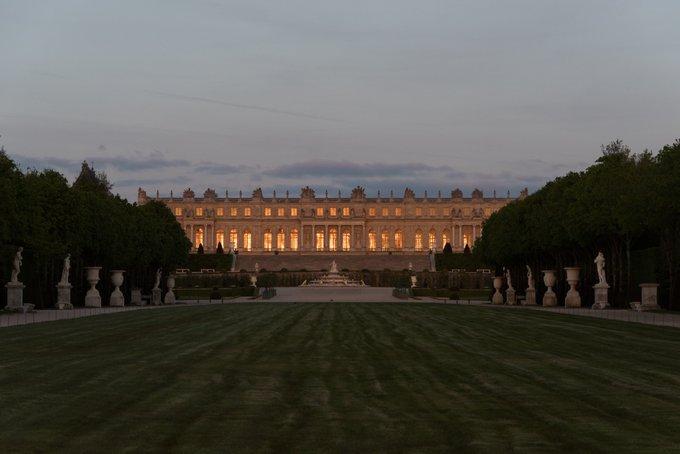 #JeudiPhoto Coucher de soleil sur la façade du Château. Photo