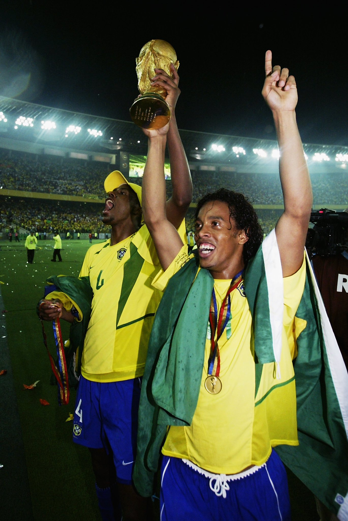 Ronaldinho ����  ✅ 2006 #UCL  ✅ 2002 #WorldCup   #ThrowbackThursday https://t.co/dK3qRo8kca