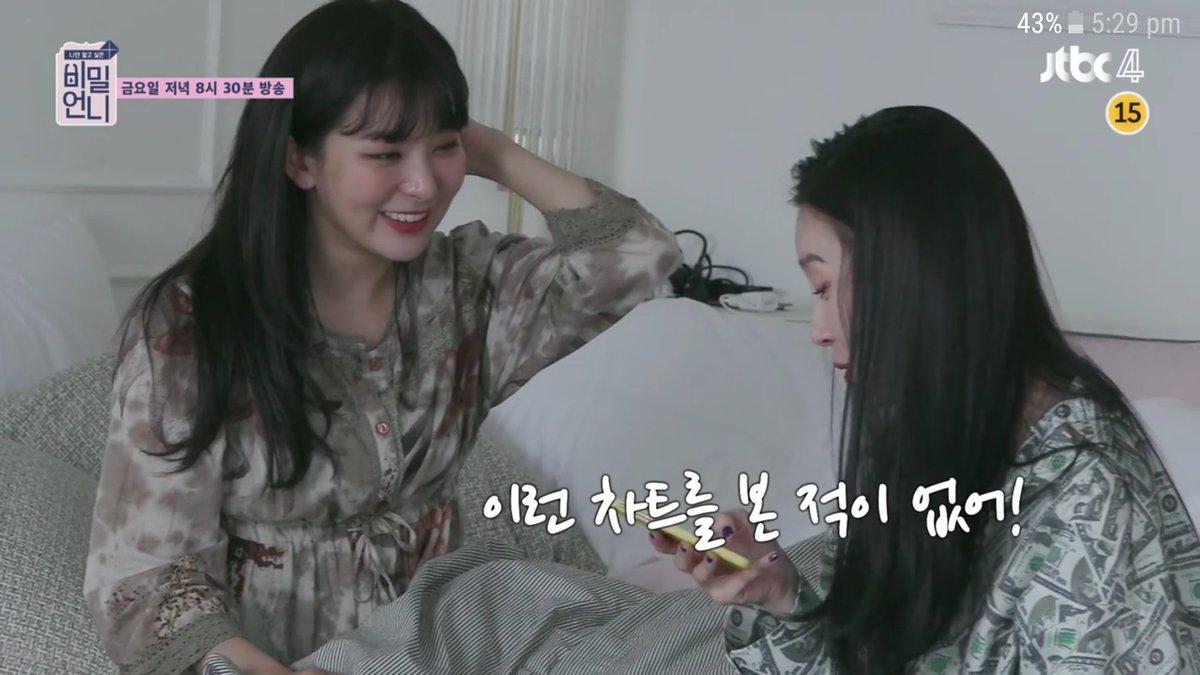 X On Twitter Sunmi And Seulgi Reading Their