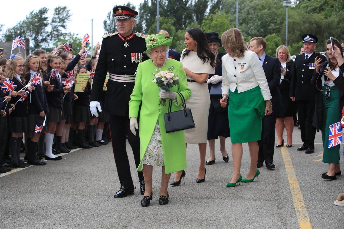 Визит королевы Елизаветы и герцогини Меган в Честер.