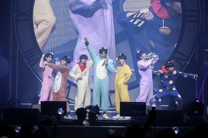 [📸] #BT21 publica una foto de @BTS_twt disfrazados de los personajes de BT21 durante el BTS FESTA 2018✨💙 Estaban preciosos🙈💙 Cr: BT21_ Ylail💫 Photo