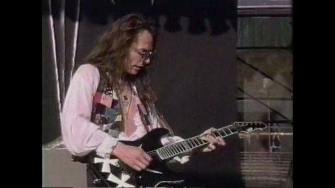 Happy birthday to former Queensryche guitarist Chris DeGarmo.