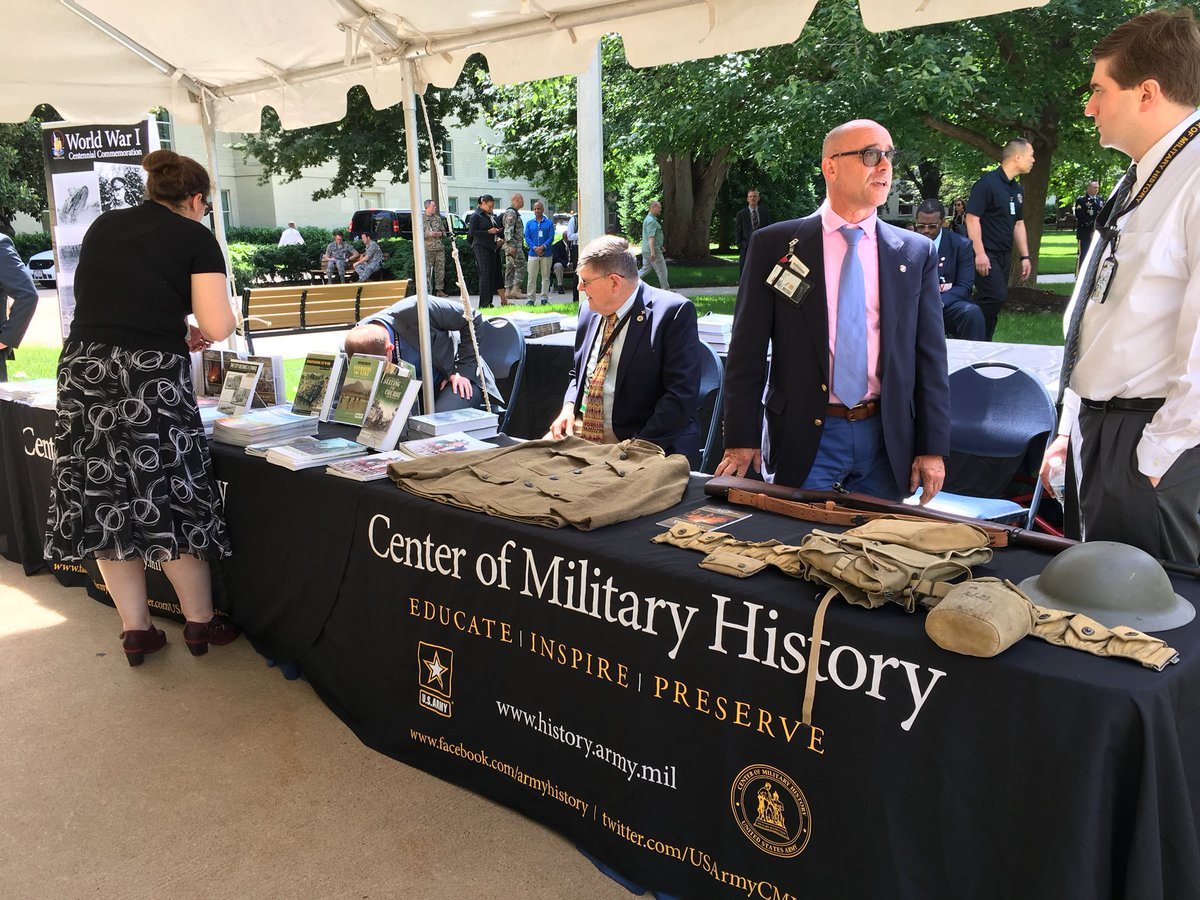 CMH participated in the #ArmyBDay cake cutting at the Pentagon today celebrating 243 years of Army excellence! Speakers included @SecArmy @ArmyChiefStaff and GEN Milley also re-enlisted about 30 Soldiers. #Armyhistory was addressed with mention of the #WWI100 Centennial. <br>http://pic.twitter.com/Hujj21zU7x